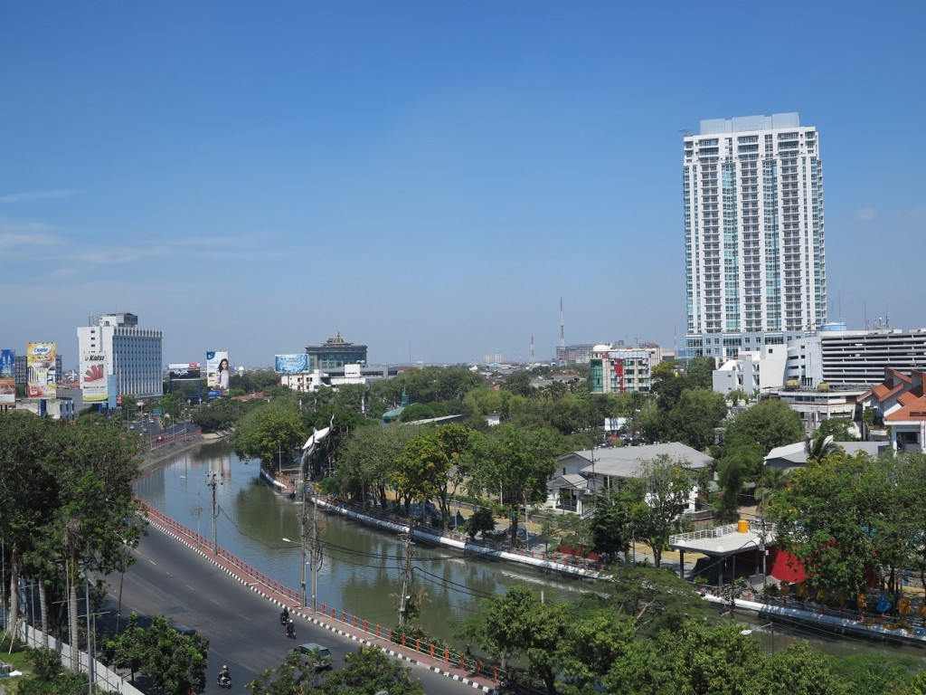 ve may bay di surabaya