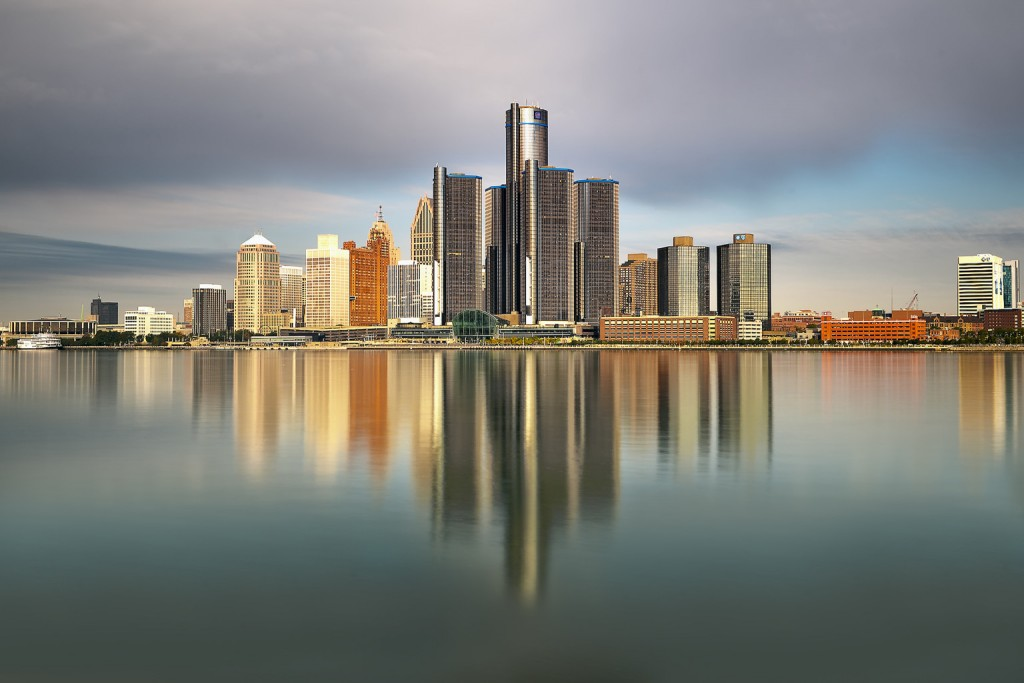 ve may bay gia re di detroit
