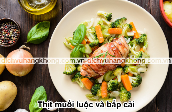 thit-muoi-luoc-va-bap-cai-Boiled-bacon-and-cabbage