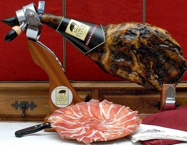 thịt lợn đen xông khói