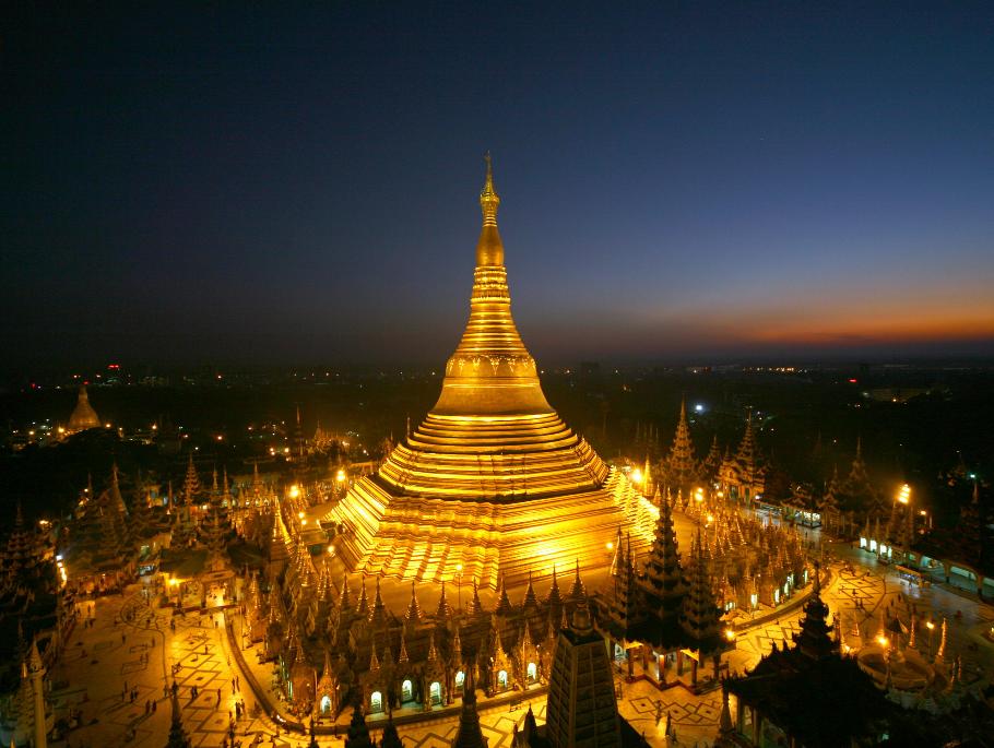 chùa Shwedagon nổi bật giữa thành phố