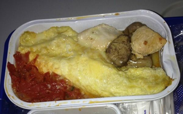 suất ăn trên máy bay dở nhất