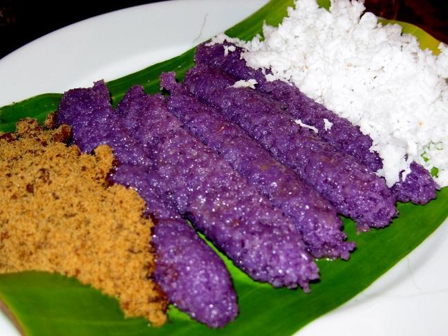 thưởng thức món bánh Puto Bumbong