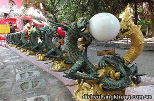 kham pha ngoi chua rong