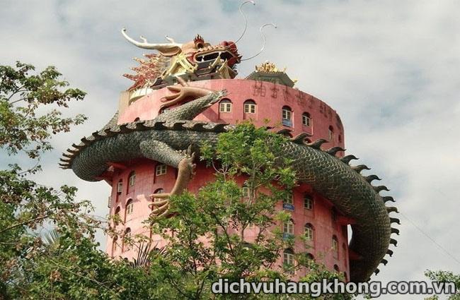 ve dep binh yen cua Wat Samphran