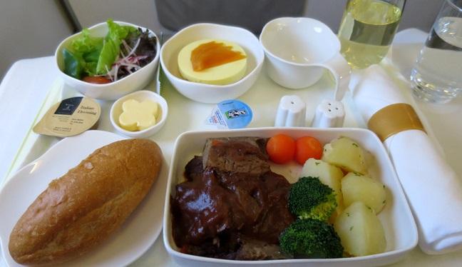 thưởng thức món ăn vietnam airlines
